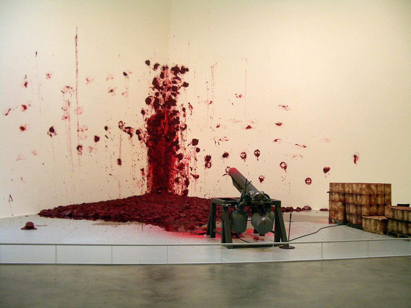 bilbao_guggenheim_anish_kapoor_shooting_into_the_corner_red_wax_cannon